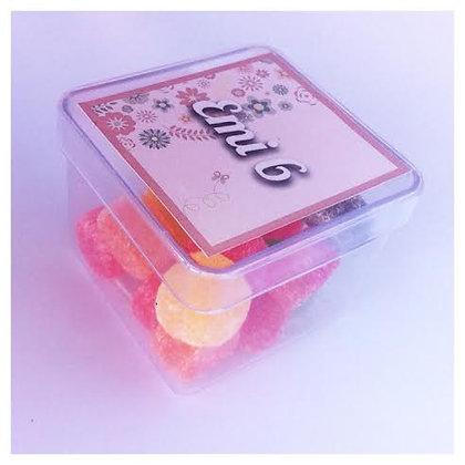 Cajita acrílico (5 x 5 cm aprox) personalizada y con gelatinas. Mínimo 20 unid