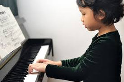 awesome girl playing piano