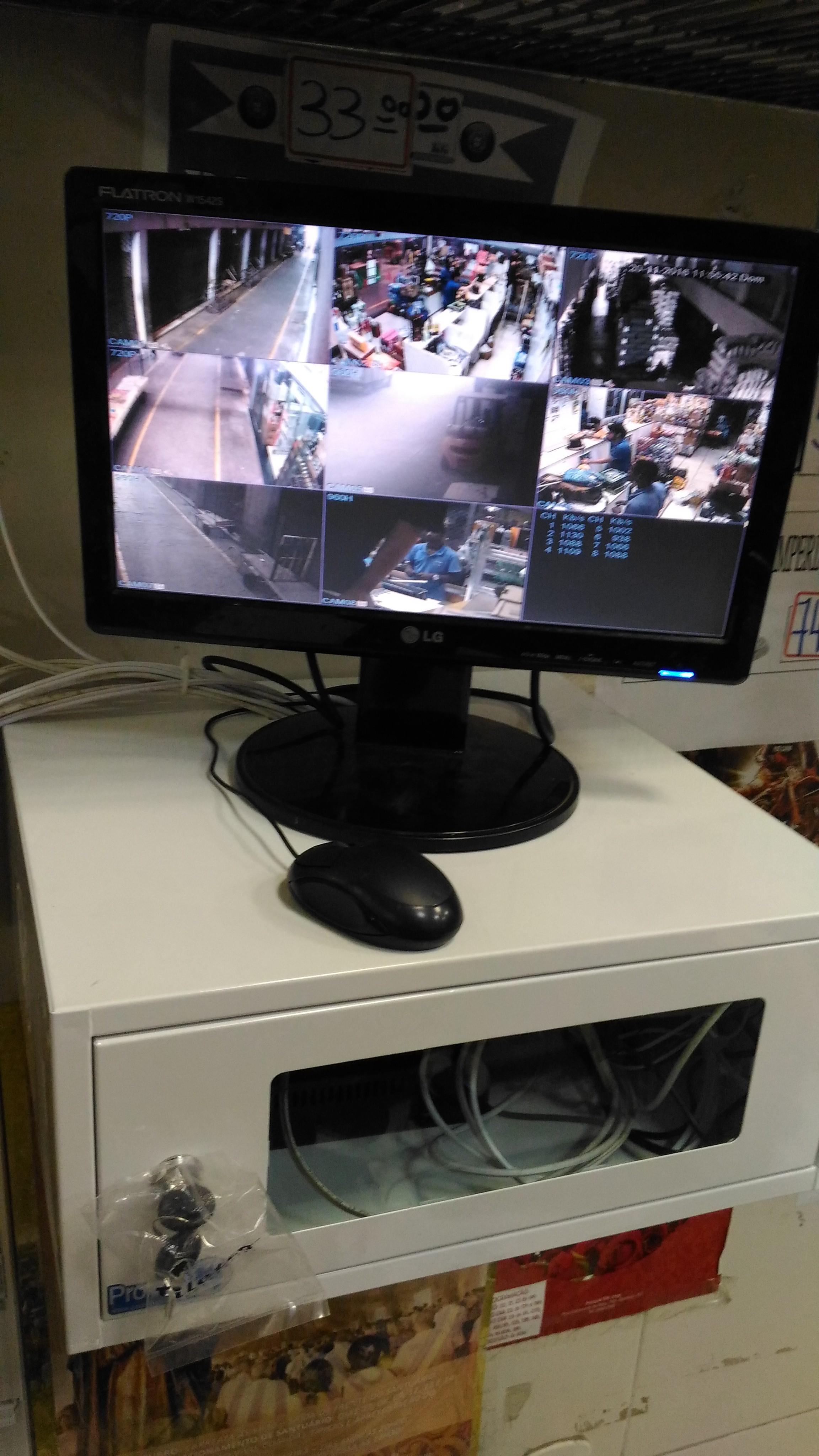 Rack com servidor DVR