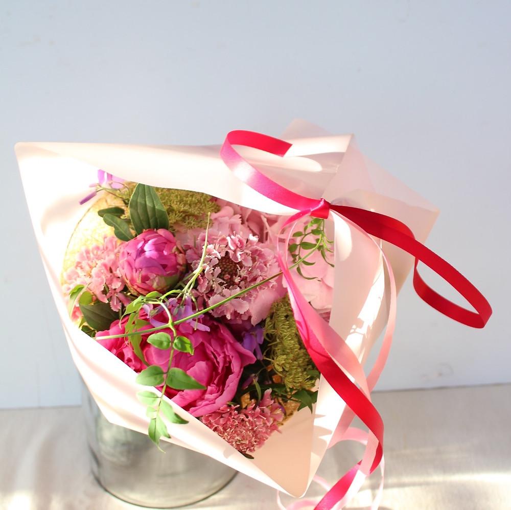 フレームを使ってつくる季節の花束
