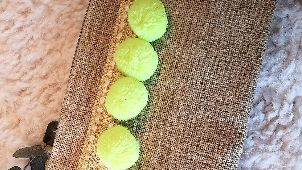 Pochette en toile de jute et pompons en laine JAUNE FLUO