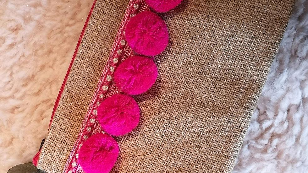 Pochette en toile de jute et pompons en laine FUSCHIA