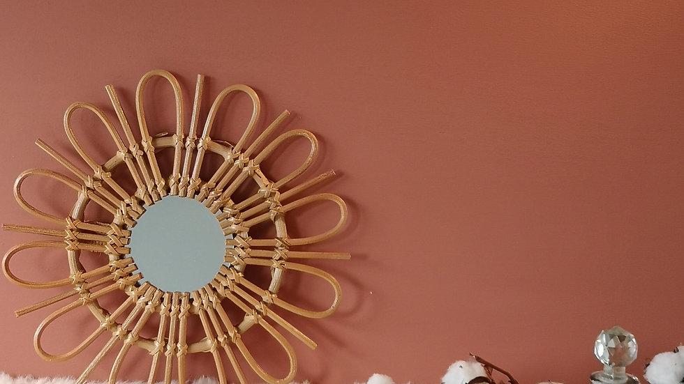 Miroir en rotin motif fleur