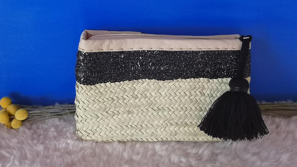 Pochette en osier bandeau noir et pompon