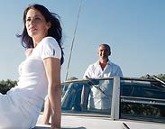 adultos en barco.png