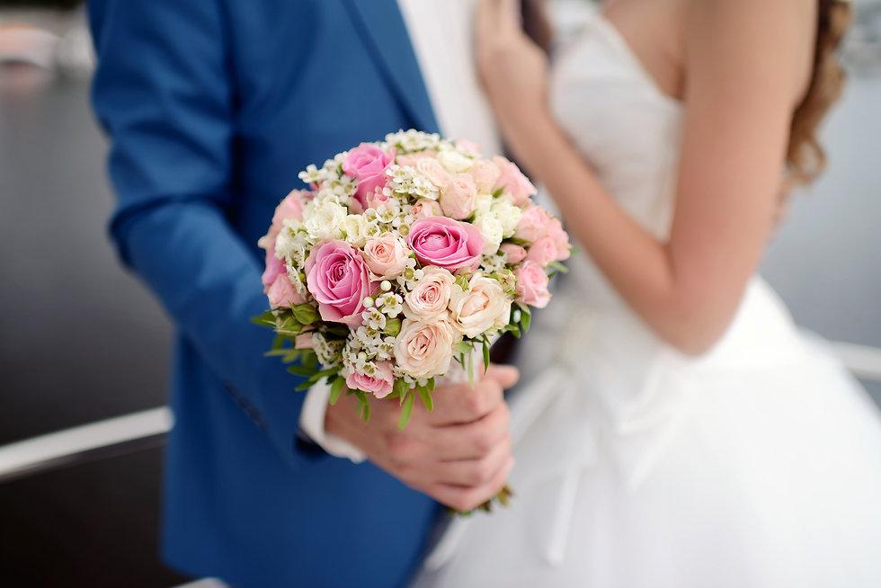 wedding-couple-with-bouquet-PPTPBEQ.jpg