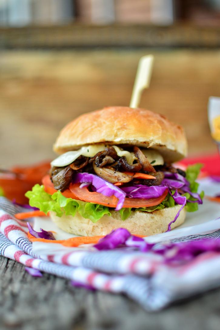 vegan burger, mushroom burger, vegan pork