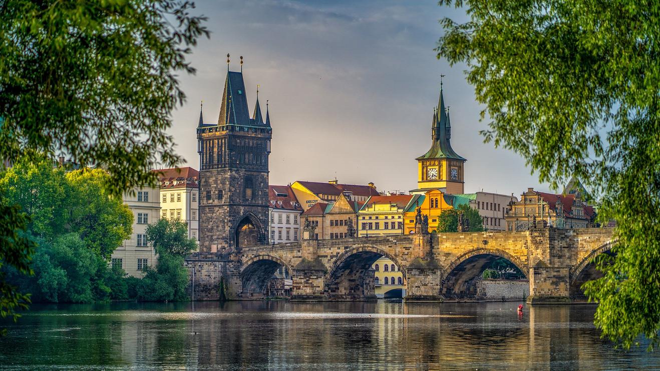 Prag_Brücke_Altstadt.jpg