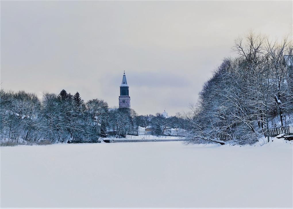 Turku Eis FLuss bearbeitet.jpg