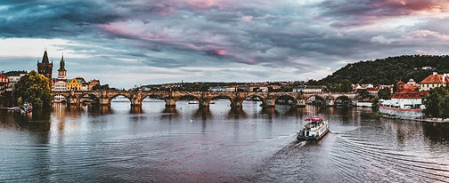 Prag_Brücke_Sonnenuntergang.jpg