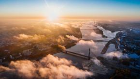Riga Luftbild Fluss Sonnenuntergang.jpg