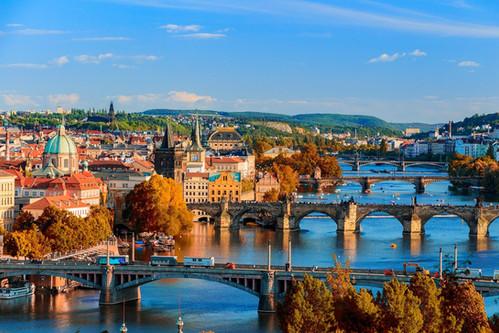 Prag_Brücken_von_oben.jpg