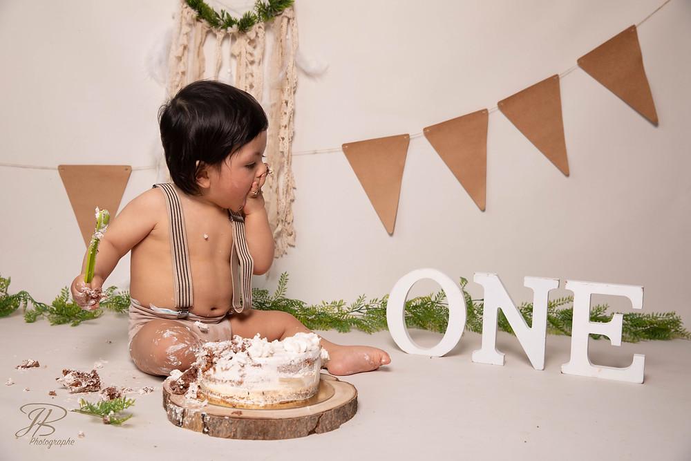 bébé anniversaire séance photo smash the cake séance photo gateau photographe isere grenoble vienne beaurepaire bourgoin la cote saint André St Etienne de st geoirs