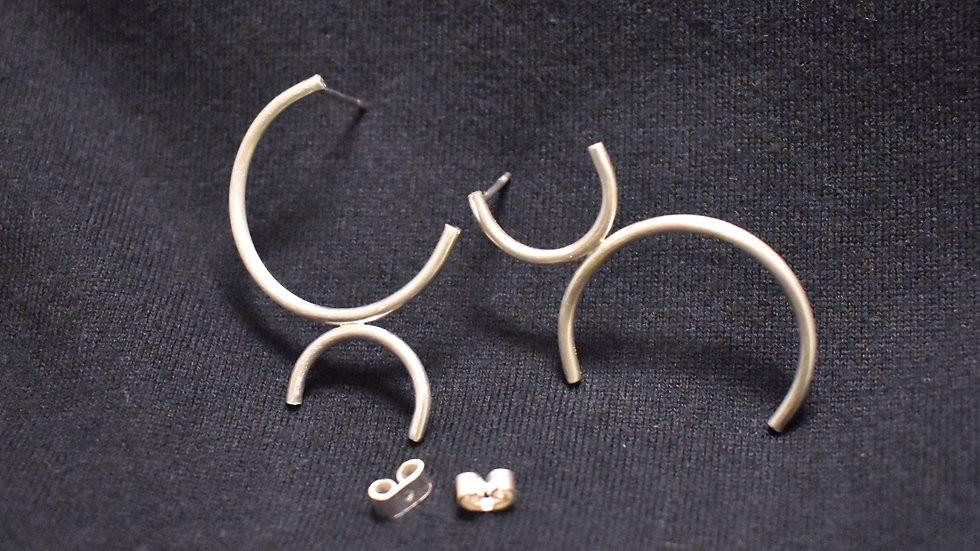 Hook (Ngau1) Earring