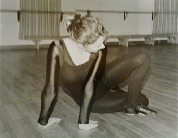 medium Christina contemporary pause (2).