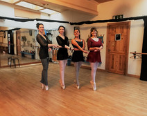 medium ladies on pointes in ballet sessi