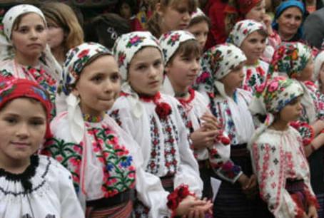 Megpróbálják feléleszteni a moldvai magyar nyelvet