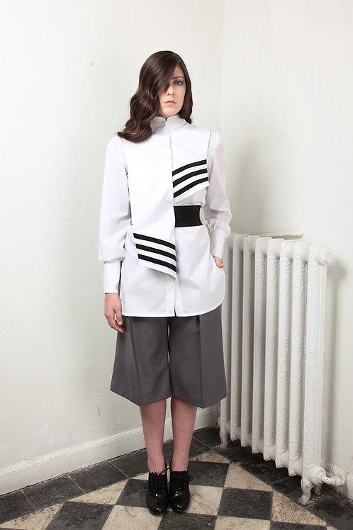Bermuda ancha sarga lana gris