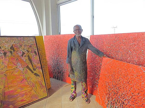 Abade Glover dans son atelier.jpg