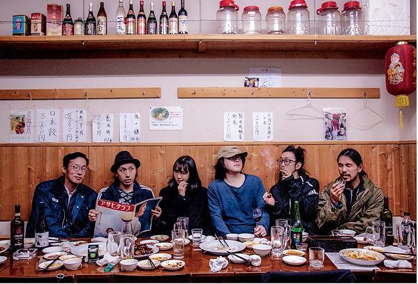 Les six membres de Chim↑Pom, 2019 © Chim