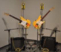 Yamakawa_Fuyuki_ Atomic_guitars.jpg