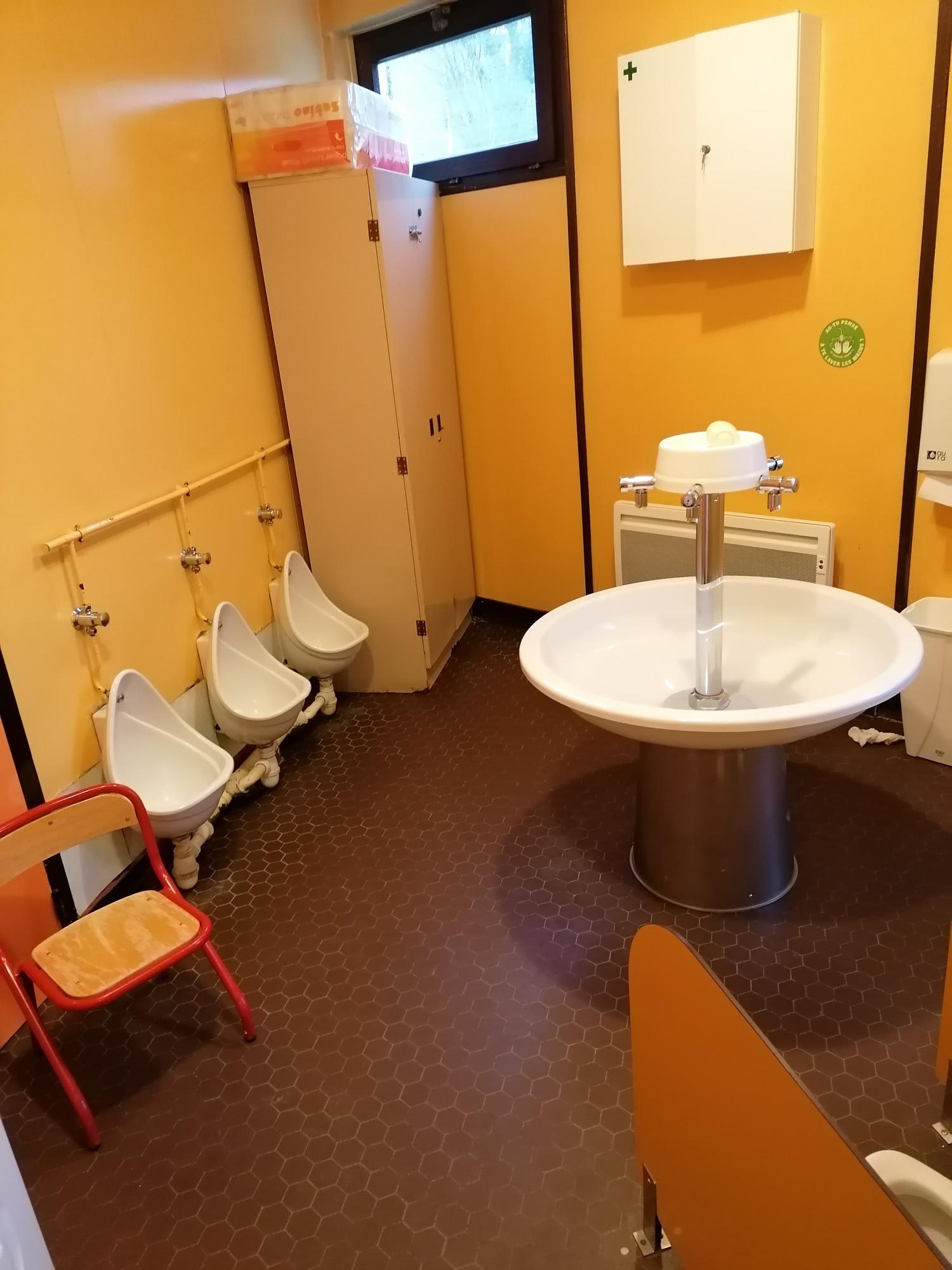 toilettes maternelles