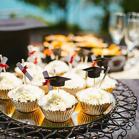 cup-cakes-on-a-plate-1133752237-e6d72875