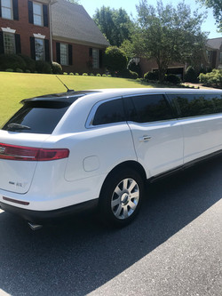 Lincoln MKT stretch exterior