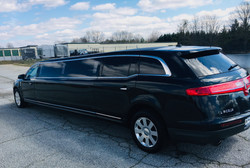 Blk Lincoln MKT 10 pass exterior side