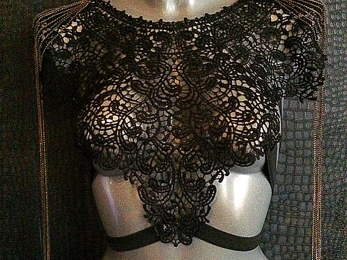 Lace body cage