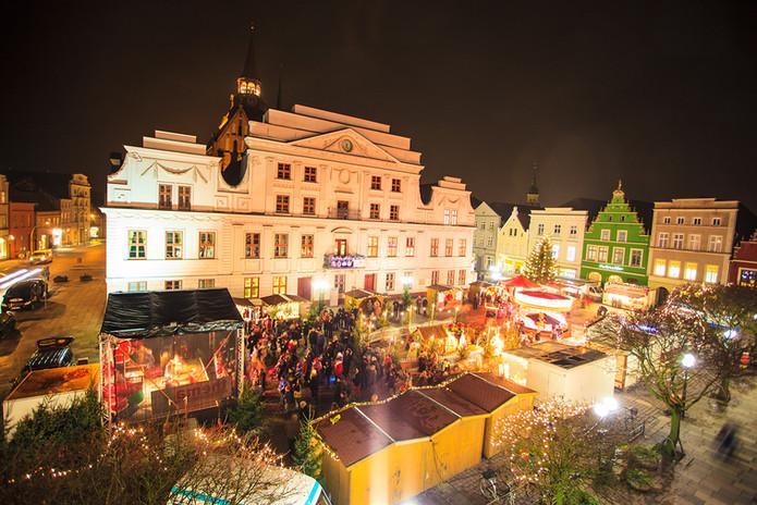 Weihnachtsmarkt-Guestrow-c-Daniel-Stohl.