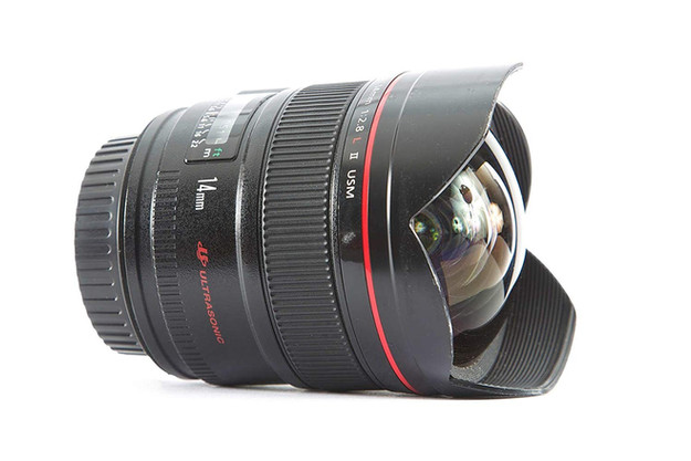 Canon EF 14mm f/2.8L USM DSLR Camera lens for beginner Astrophotographers, affordable wide angle lens for amateur astrophotography. How to photograph the Milky Way and deep sky objects with a DSLR camera