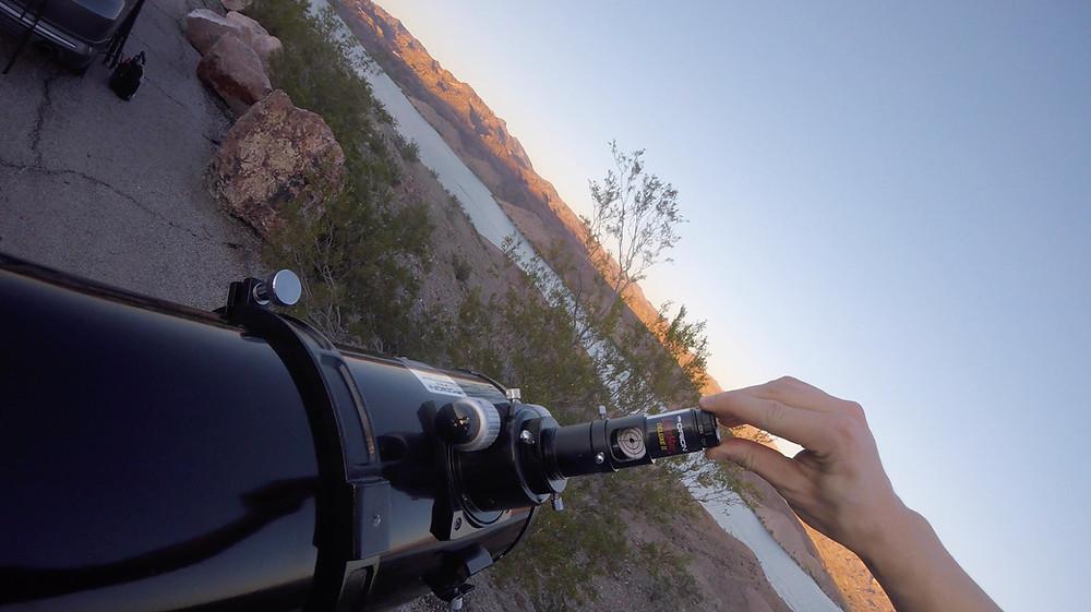 Attacher le collimateur laser au télescope