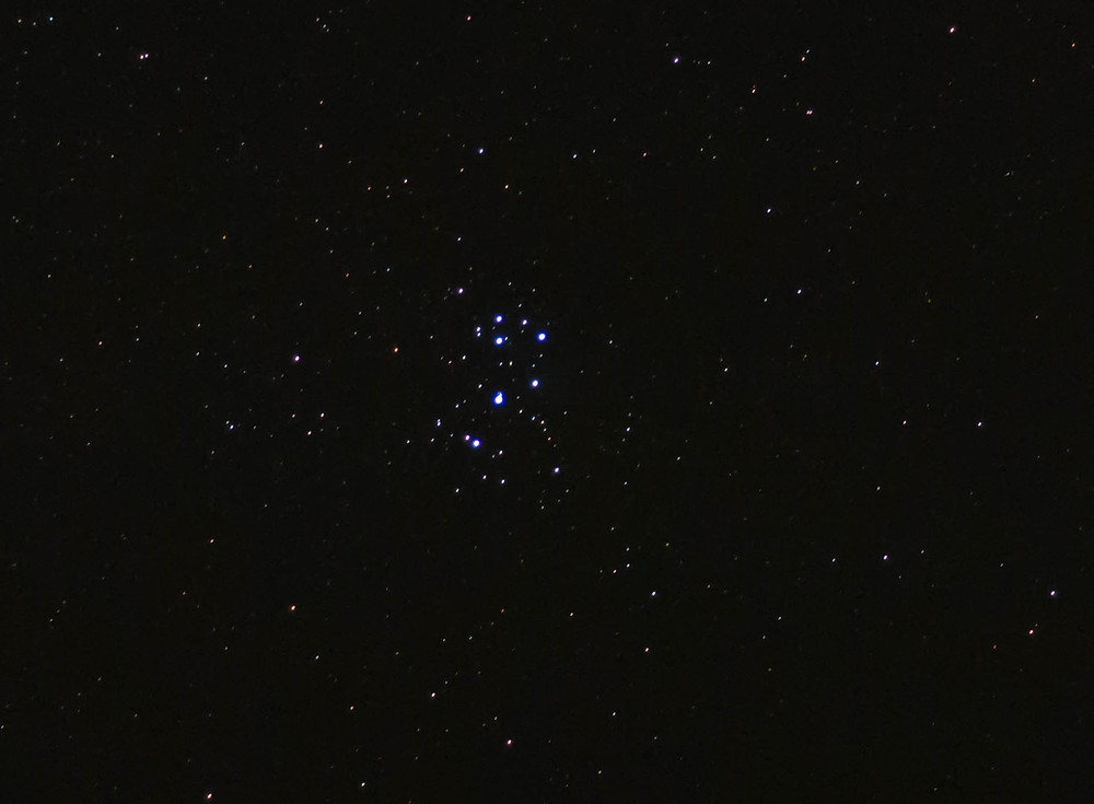 The Pleiades M45 with a DSLR camera and tripod