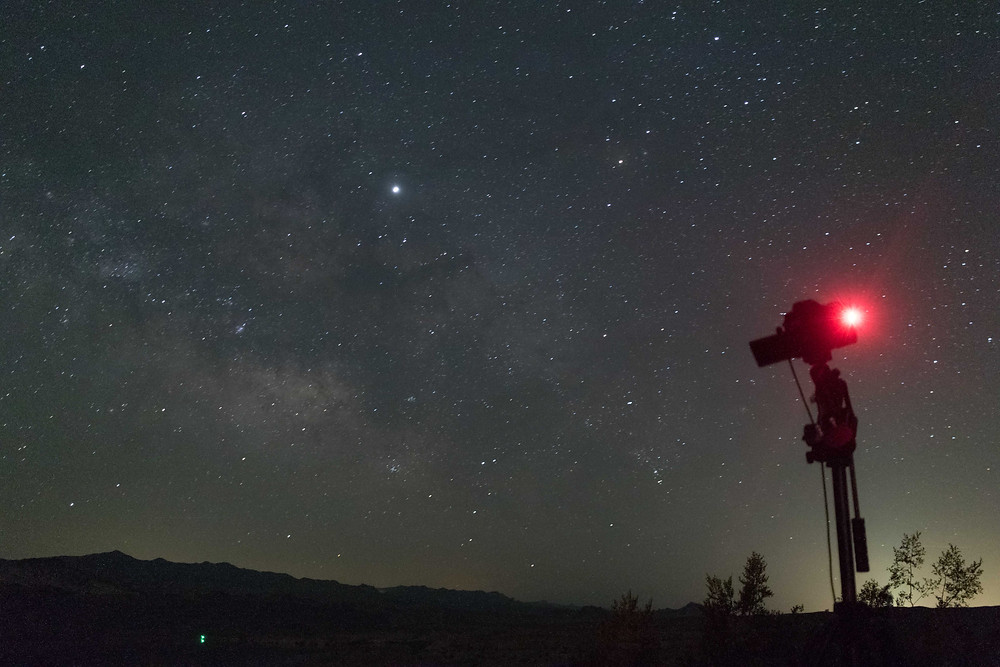 Photographing the Milky Way from the desert with the Omegon Mini Track LX2. DSLR wide field Astrophotography in Nevada