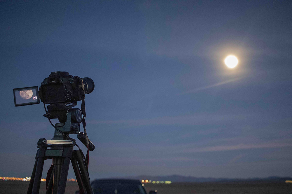 Canon DSLR camera photographing the moon