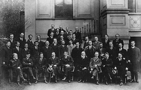 A black and white picture of men in suits, the consituent members of the first Dáil in 1919