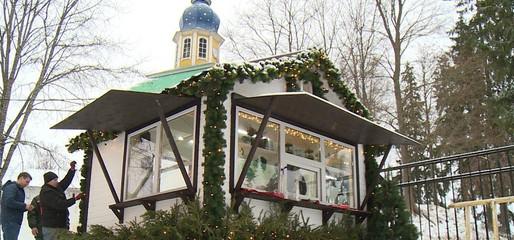 В Псково-Печерском монастыре идут приготовления к празднику в честь Рождества Христова.