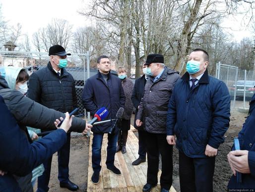 Работы по консервации усадьбы в Волышово в Порховском районе подходят к концу