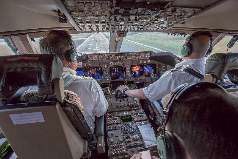 747 Cockpit jpeg.jpg