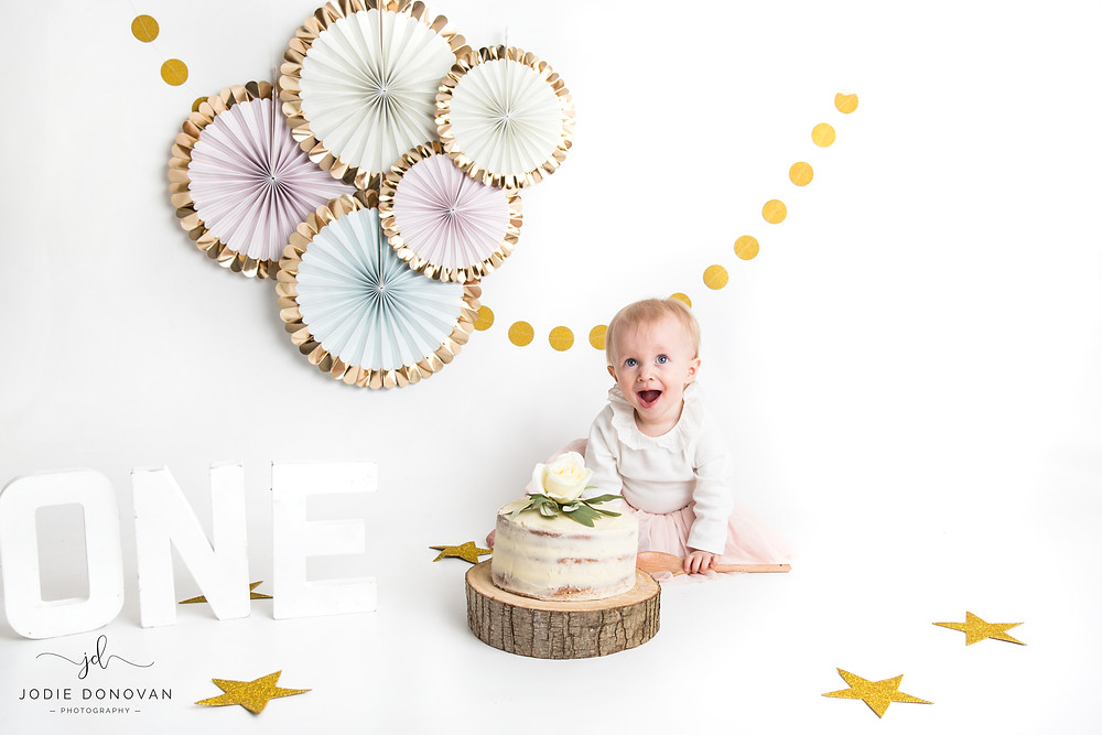 cake smash and splash with mobile photographer Jodie Donovan covering Kent