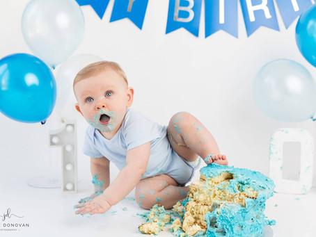 Josh celebrates his first birthday with a cake smash photoshoot!