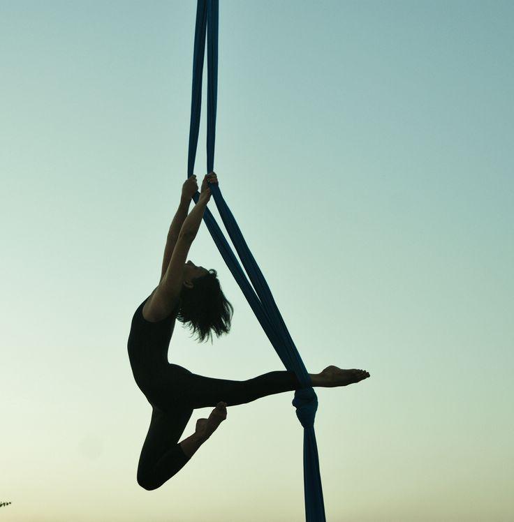 1d54698143c7bdda2a3509f5388025ce--aerial-hammock-aerial-dance