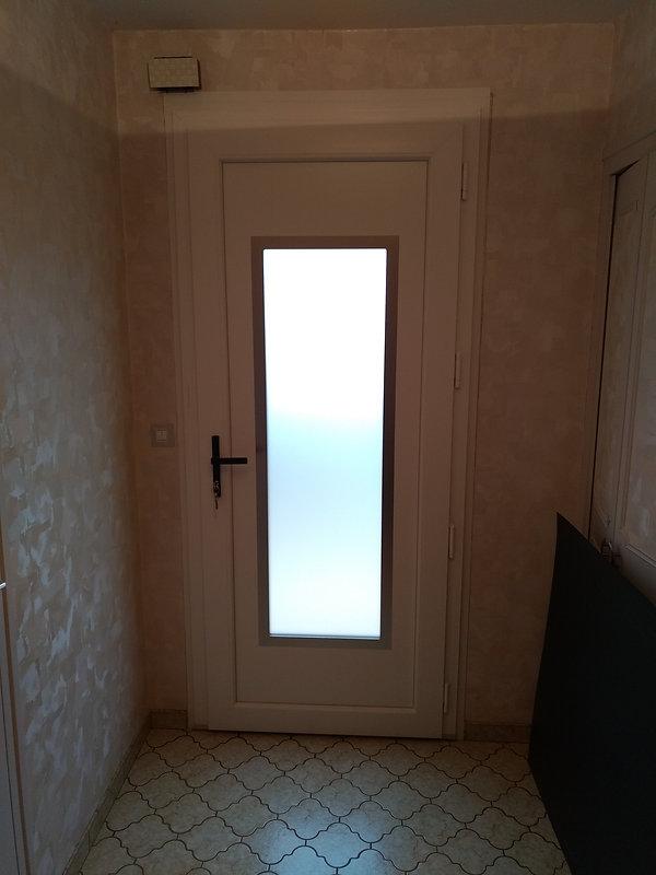 porte d'entrée pvc bi-couleurs chêne doré extérieur et blanc interieur