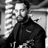 Metropolitan Players Vocalist Singer Guitar