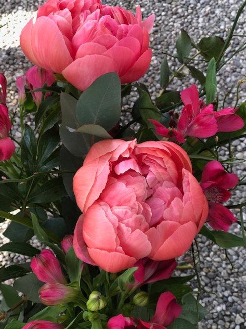 Bouquet di 3 peonie, 3 alstromeria, eucalipto