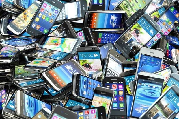 Governo reduz em 10% tarifa de importação de produtos como celulares e computadores