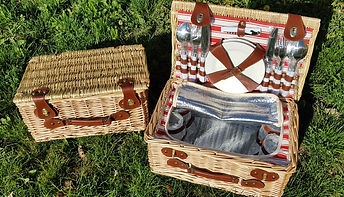 Picnic baskets 3000.jpg