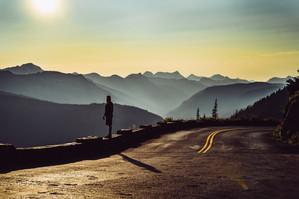 glacier-national-park-sunset-and-road