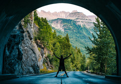 glacier-national-part-tunnel-photo